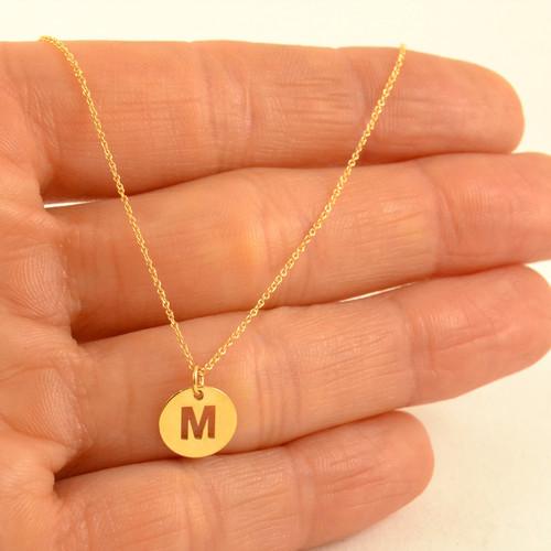 0404db5f7578 Colgante en oro amarillo con letra inicial en oro amarillo Lecarré